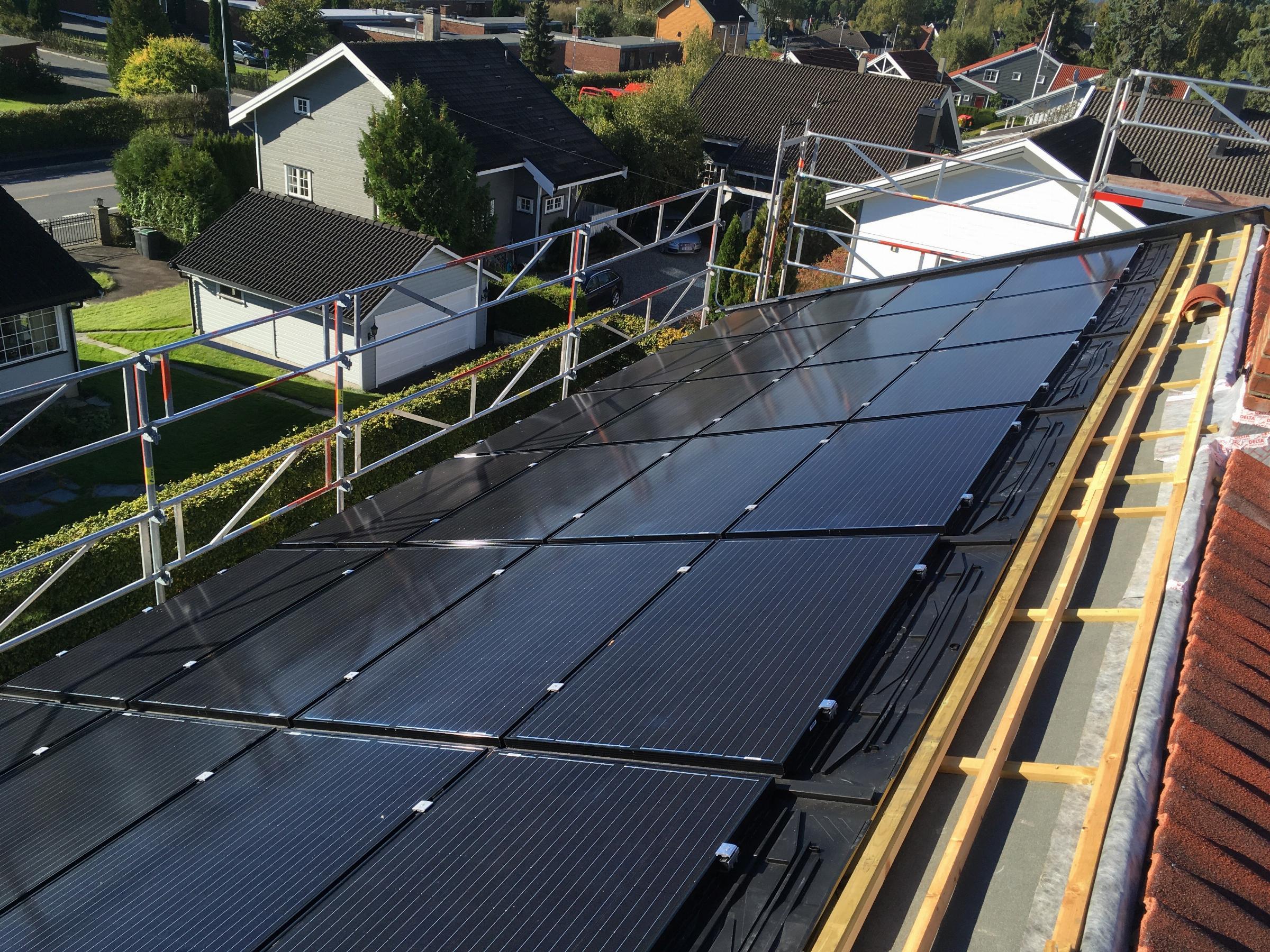 Tilskudd til installasjon av solceller i borettslag, sameier og yrkesbygg
