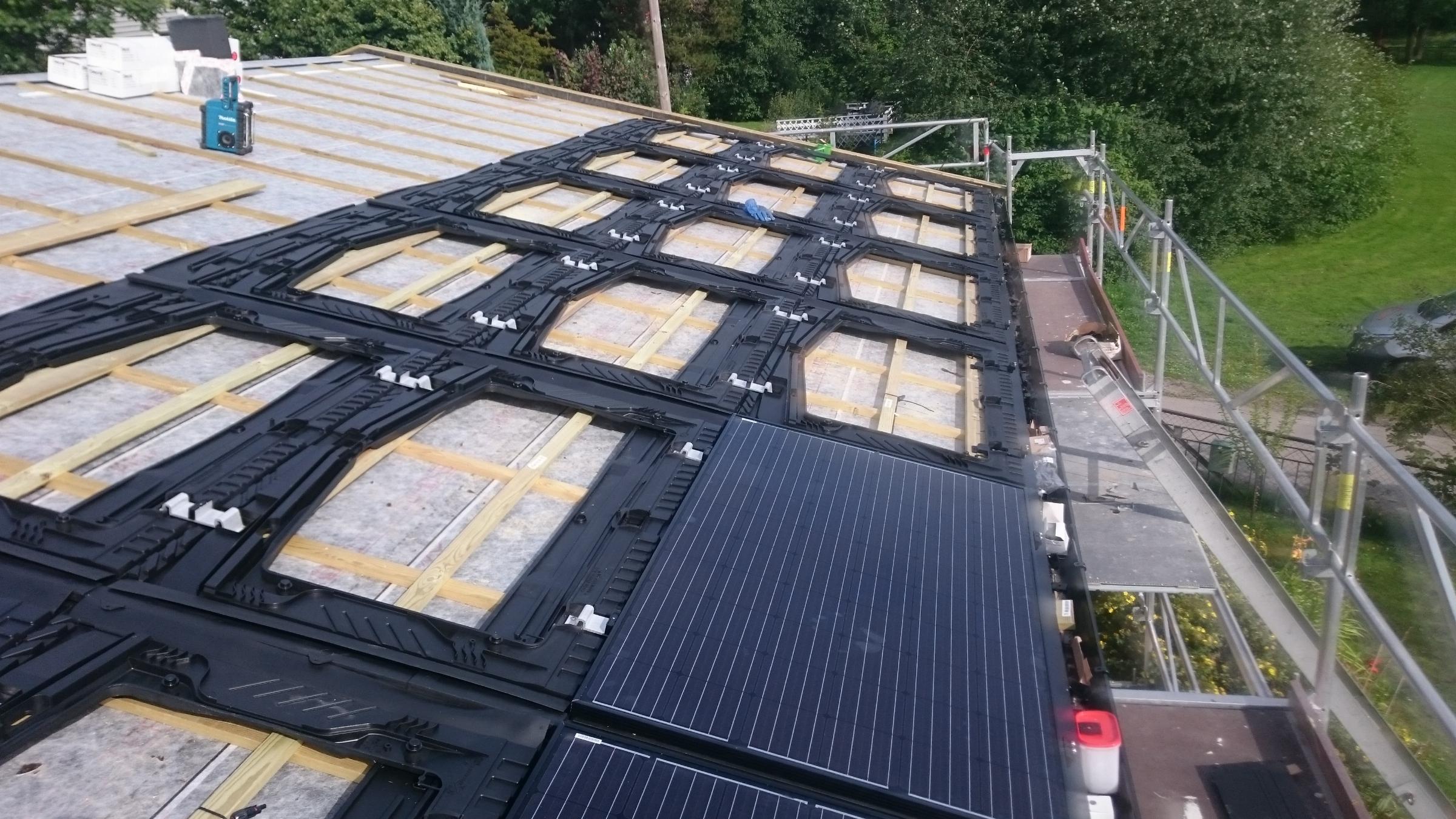 Montering av solceller på tak med riktig grensesnitt mellom elektro, tak og blikkenslagerfagene